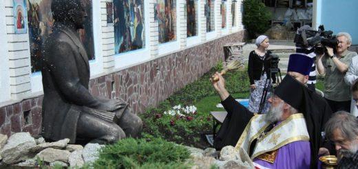 Ивана Ильина почитают фашисты, попы, Путин и... Зюганов