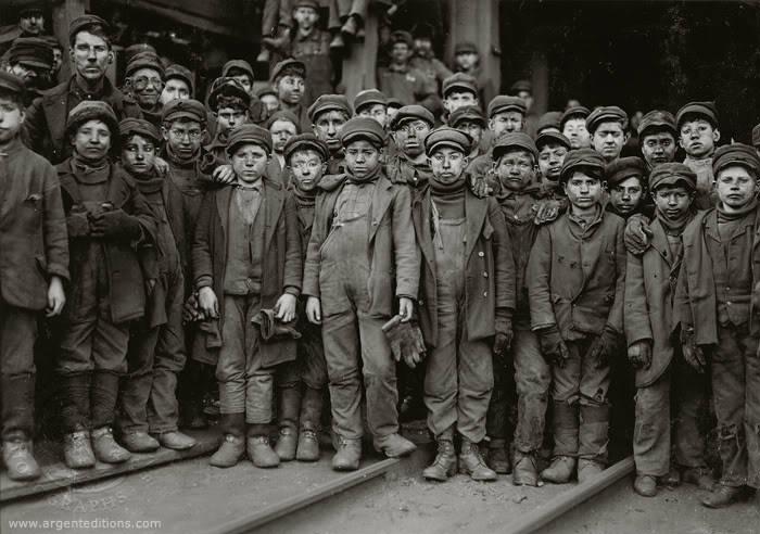 lewis-hine-child-labor-miner-boys-01130-700