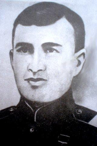 Хаваджи Магомед-Мирзоев. За мужество и героизм Указом Президиума Верховного Совета СССР от 15 января 1944 года ему было присвоено звание Героя Советского Союза.