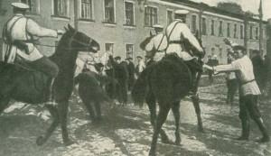 Разгром полицией рабочей демонстрации у Обуховского завода в Петербурге Фотография 1901 г.