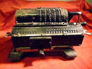"""Арифмометр """"Феликс"""" - счётная машина."""