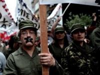 учителя Греции в военной форме