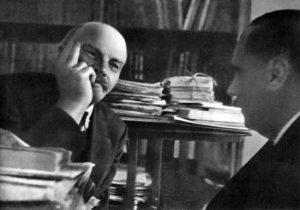 1920 г.,октябрь.Москва.В.И.Ленин в своём кабинете в Кремле беседует с английским писателем Гербертом Уэллсом.