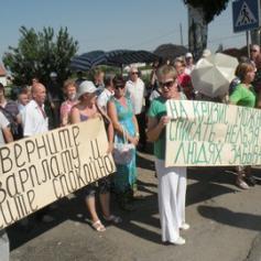 В Запорожской области работники завода-банкрота в День Конституции перекрывали трассу Харьков-Симферополь