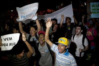 Протестующие в Белу-Оризонти Фото: Yuri Cortez / AFP