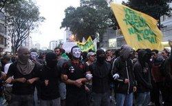Протесты в Бразилии вышли на дороги – к акции присоединились водители