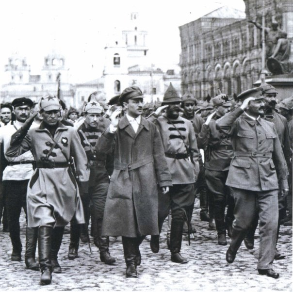 Склянский и Троцкий на Красной площади
