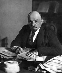 1918 г.,октябрь.Москва.В.И.Ленин в своём кабинете2