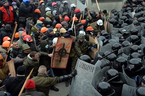 Десять фотографий, показывающих, что украинских протесты наполнены «ядовитым» нацизмо9