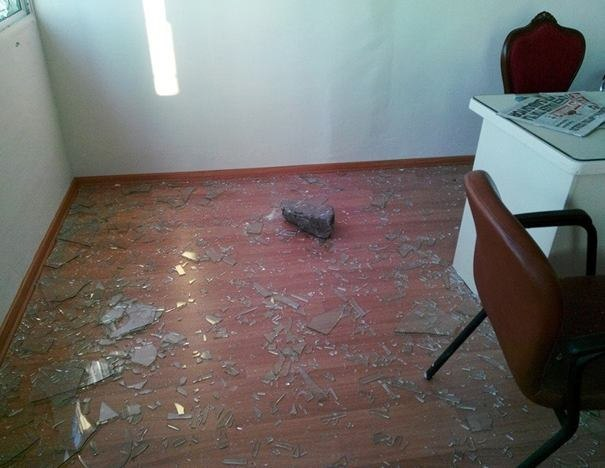 Нападение на офис оппозиции