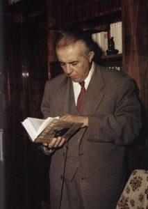 Энвер Ходжа читает Ленина