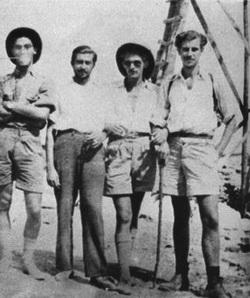 Первая ссылка на Икарию, М. Теодоракис справа