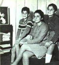 Жена и дети М. Теодоракиса