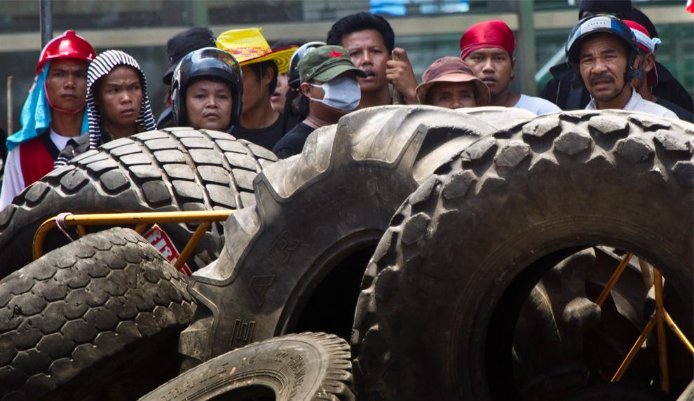 Столкновения в Тайланде краснорубашечники жёлторубашечники