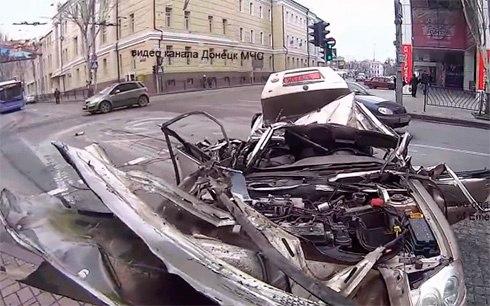 Донецк. 14 марта. 2 человека ранены.