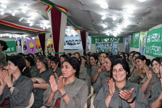 Женщины-партизанки в Курдистане получают образование