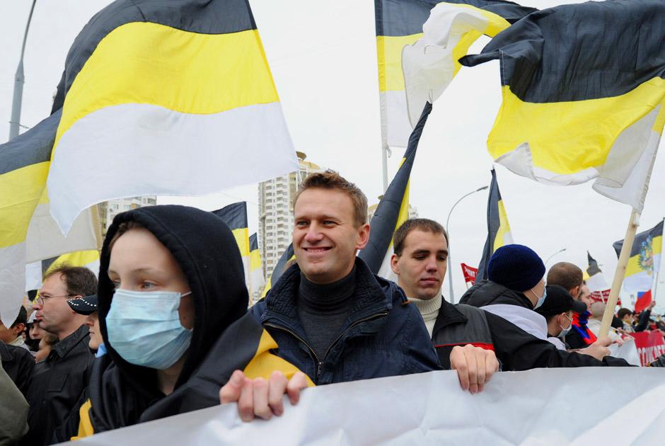 Navalnyj-natsionalist-s-imperskimi-flaga